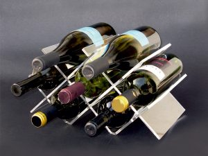 W shaped Plexiglas wine bottles canteen