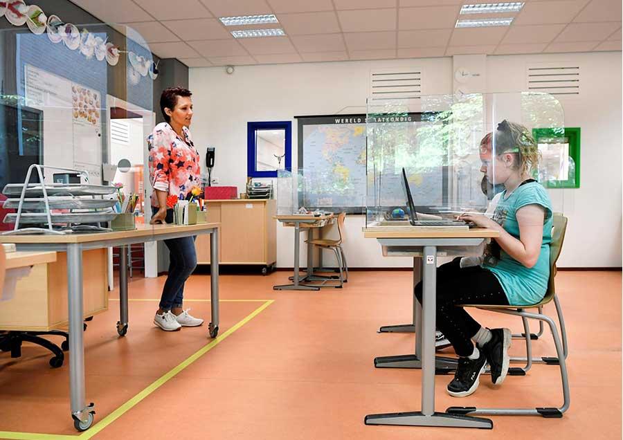 Divisori plexiglass scuola coronavirus