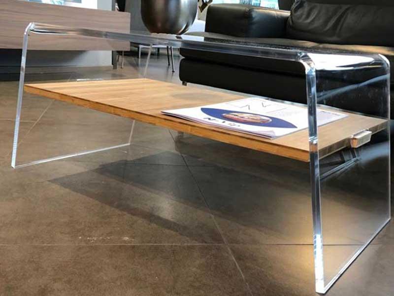 Tavolino da salotto in plexiglass e legno